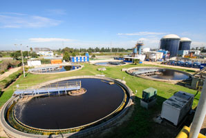 Easy-to-clean coating filters organic pollutants from wastewater